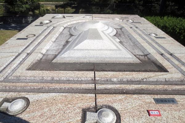仁徳天皇陵古墳の立体案内