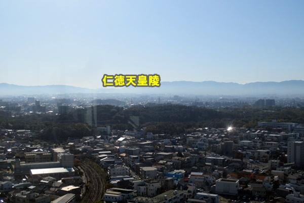 堺市役所から仁徳天皇陵を望む