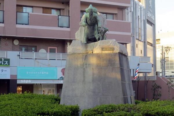 堺、南海七道駅前の河口慧海像